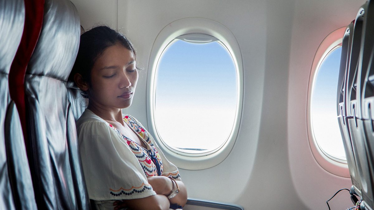 10 ways to have a great sleep on a plane