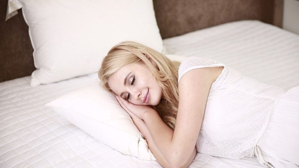 8 tips on how to improve sleep in PMS